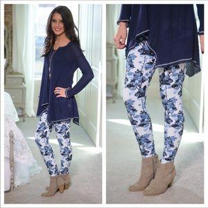 🚨Last 1! New Blue/white floral print legging